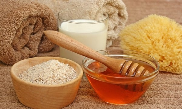 Công thức tự làm kem dưỡng trắng da với cám gạo