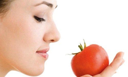 Chăm sóc da mặt mịn màng với cà chua