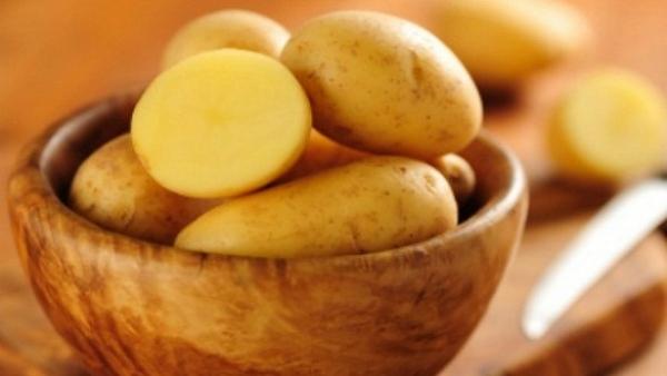 Chăm sóc da mịn màng từ mặt khoai tây