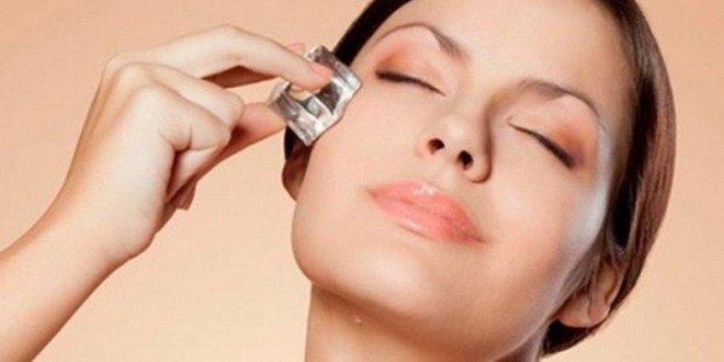 Chăm sóc da mặt mịn màng với đá lạnh