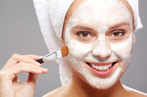 Làm da mặt mịn màng với sữa chua