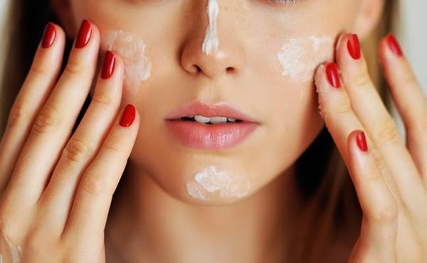 Bôi kem ngoài da để bổ sung collagen