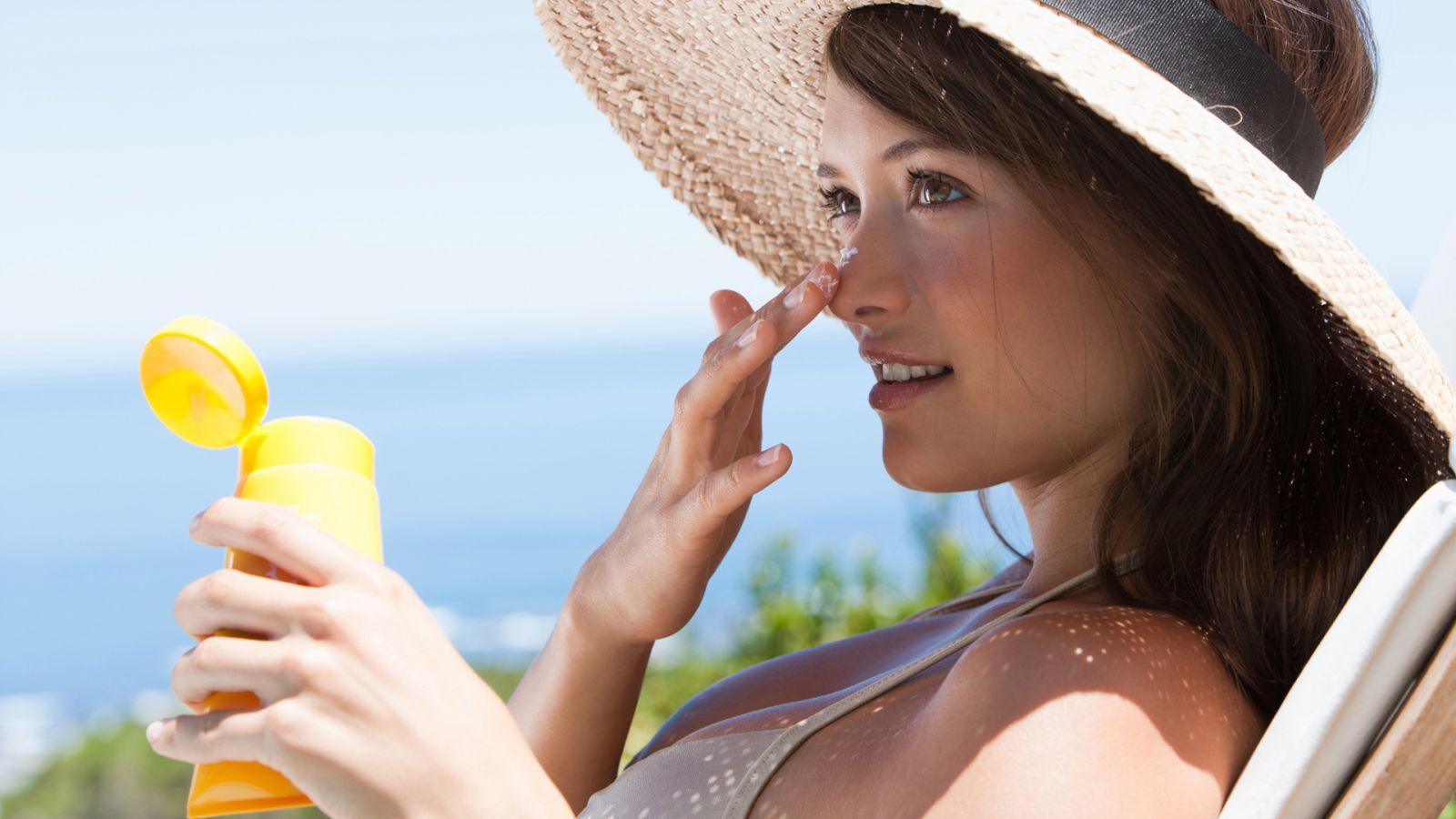 Sử dụng các loại kem để bảo vệ và dưỡng ẩm cho làn da