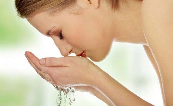Làm sạch da mặt là bước quan trọng trong quy trình chăm sóc da