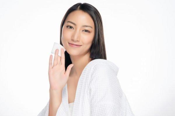 Không khó để tìm cách chăm sóc da mặt nhờn, lỗ chân lông to