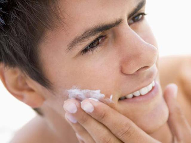 Cách chăm sóc da mụn cho nam giới
