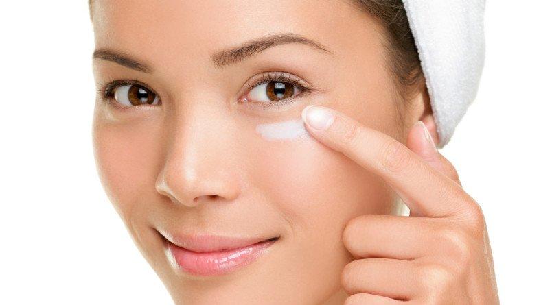 Sử dụng kem dưỡng da để có làn da đẹp hơn