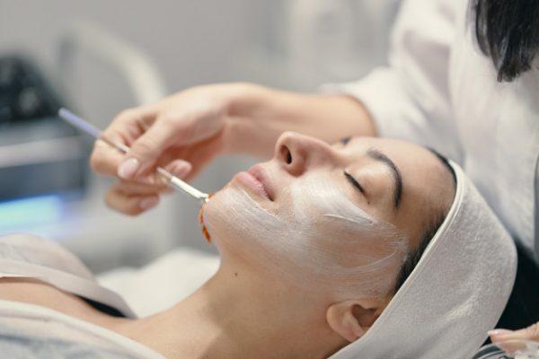 Chăm sóc da mặt bị nám: Không khó như bạn nghĩ