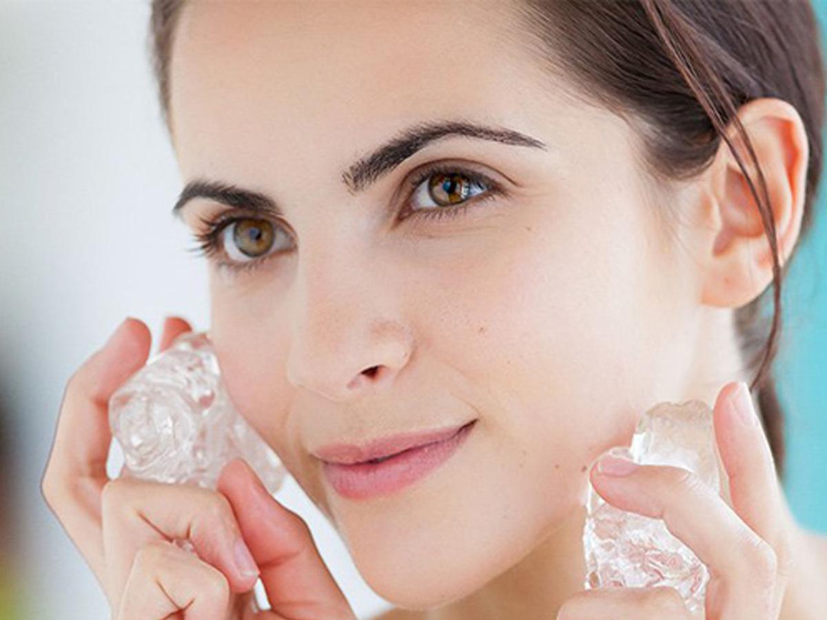 Bật mí 7 công dụng chăm sóc da bằng đá lạnh