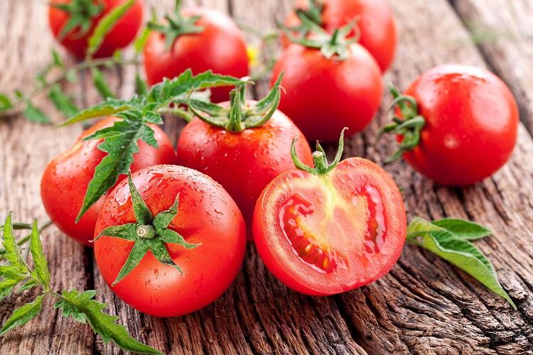 Khám phá ngay công thức làm đẹp bằng cà chua đơn giản tại nhà