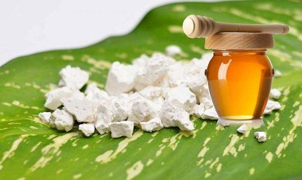Mặt nạ bột sắn dây, bột đậu xanh và mật ong