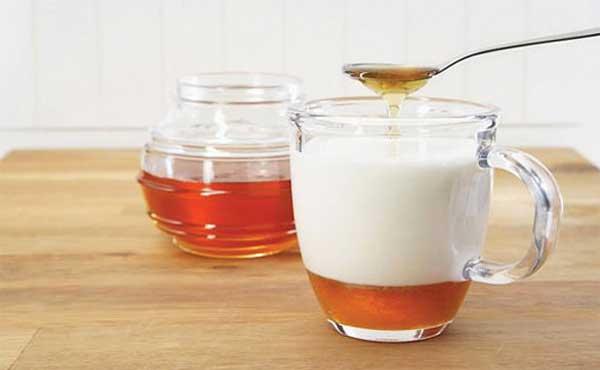 Trị mụn bằng sữa chua và mật ong