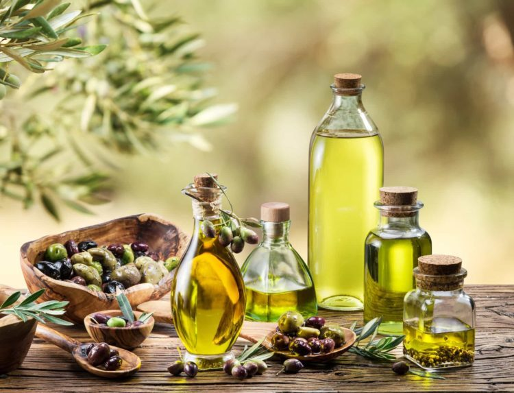 7 cách làm đẹp bằng dầu olive cho da mặt và cơ thể hiệu quả