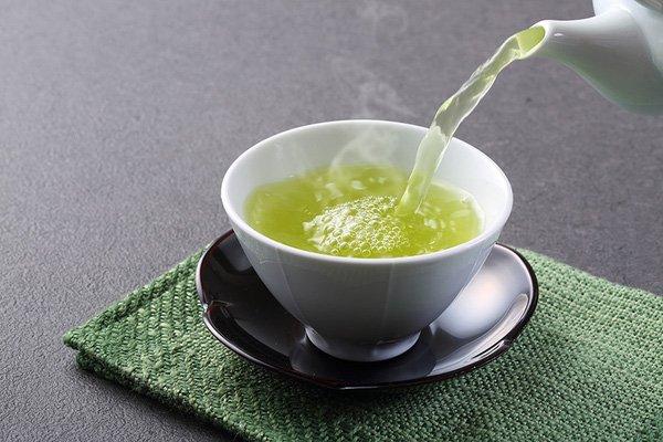 Uống trà xanh-bí quyết trẻ lâu của phụ nữ Nhật Bản