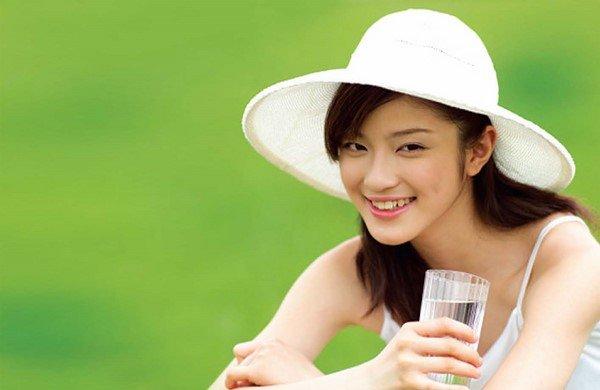 Uống đủ nước-bí quyết trẻ lâu của phụ nữ Nhật