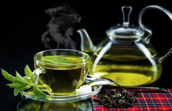 Uống trà xanh-bí quyết trẻ lâu của phụ nữ Nhật