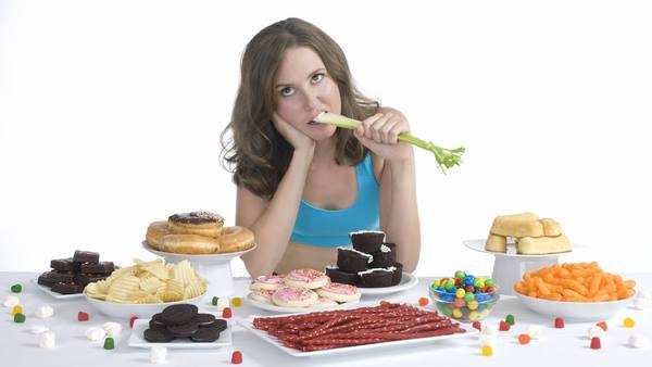 Chế độ ăn uống kém khiến da lão hóa sớm