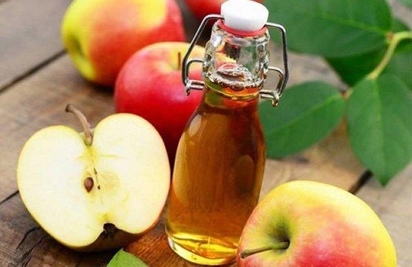 Trị mụn thịt quanh mắt tại nhà nhờ giấm táo