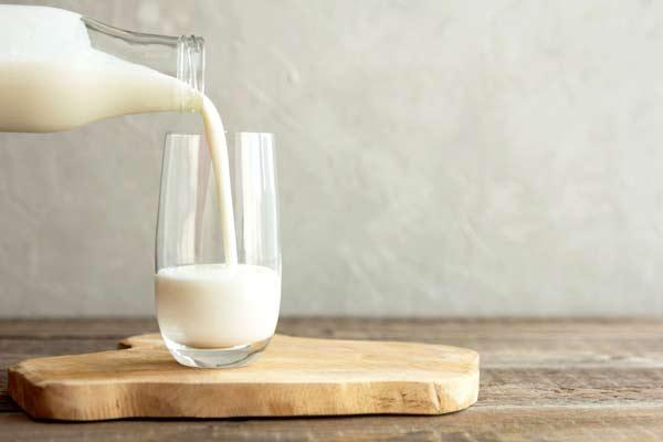 Da mụn có nên dùng sữa tươi rửa mặt