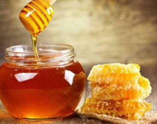 Trị nám bằng mật ong: Công thức cho làn da đón Tết thêm rạng rỡ