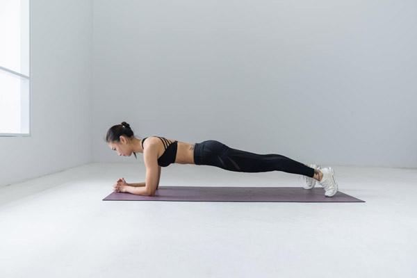 7 bài tập gym cho nữ giúp giảm cân nhanh, dễ thực hiện ngay tại nhà